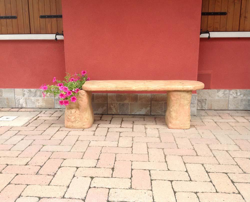 Panchina roccia r c di rinaldi geom franco for Prodotti per giardino