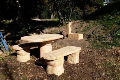 salotto roccia grande e fontana Pusteria, col. pietre del borgo, cod. 04SRGP, località: San Daniele del Friuli (Udine)