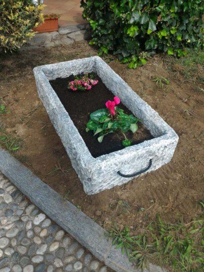 fioriera Pusteria in finta pietra su misura, col. antichizzato, provincia di Bergamo